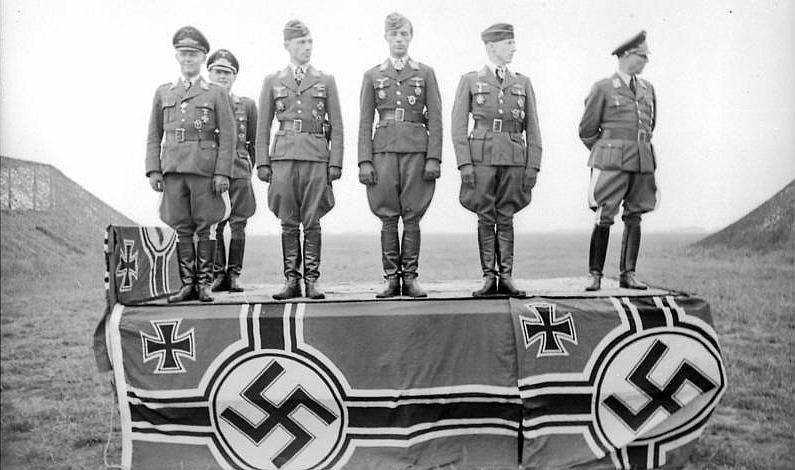 Reichskriegsflagge Mit Hakenkreuz